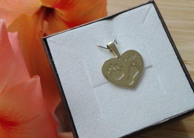 Osobní šperk z otisku - zlaté srdíčko