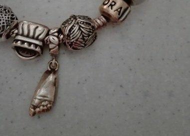 šperk z 3D odlitku nožičky na náramku Pandora